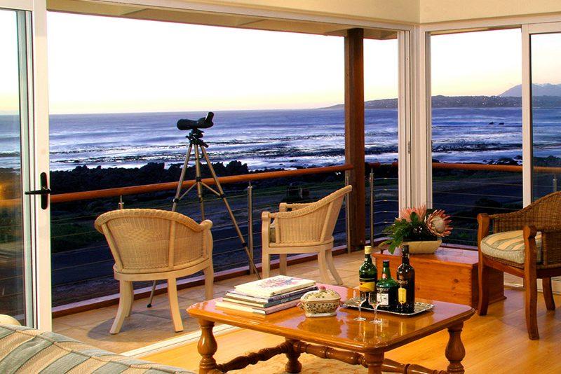 138 marine hotel lounge