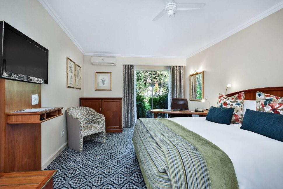 balalaika hotel bedroom